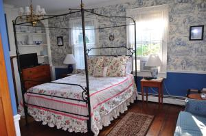 Queen Room with Jetted Tub
