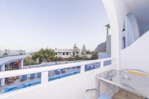 Blue Waves Suites & Apartments(Kamari)