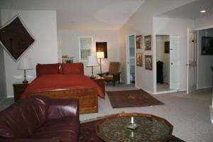 Deluxe Queen Room with Fireplace