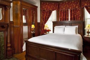 Queen Room 203
