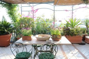 Terrazza Pavone, Apartments  Aci Castello - big - 21