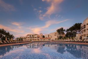 Invisa Hotel Club Cala Blanca, Hotely  Es Figueral Beach - big - 61