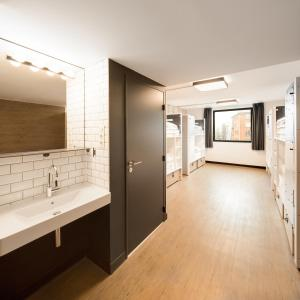 Room with 8 beds and Private Bathroom