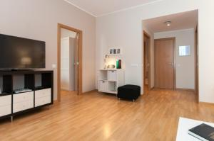 Deluxe Two-Bedroom Apartment H4