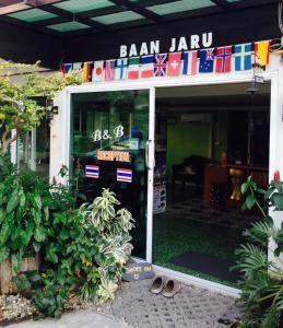 Baan Jaru, Гостевые дома  Чианграй - big - 98