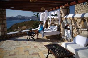 Eirini Luxury Hotel Villas, Villas  Grikos - big - 66