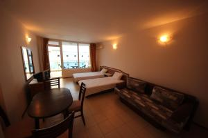 Menada Esperanto Apartments, Apartmány  Slunečné pobřeží - big - 47