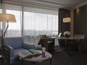 King Suite with Trocadero View and Balcony with Eiffel Tower View