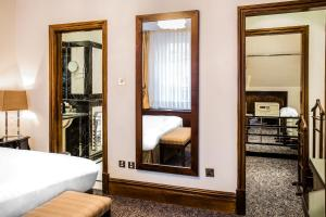 King Magistrate Suite