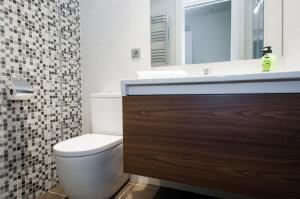 Luxury Three-Bedroom Apartment - Aribau 66
