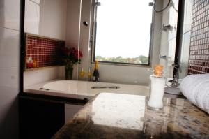 Deluxe Double Room with Hot Tub and Sea View