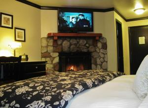 Superior King Room with Fireplace