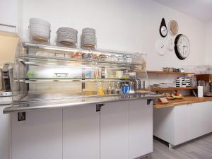 Kef Guesthouse at Grænásvegur, Bed and breakfasts  Keflavík - big - 31