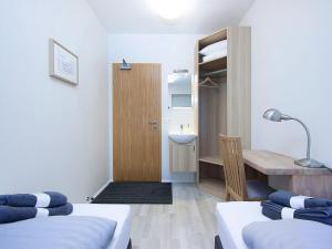 Kef Guesthouse at Grænásvegur, Bed and breakfasts  Keflavík - big - 2