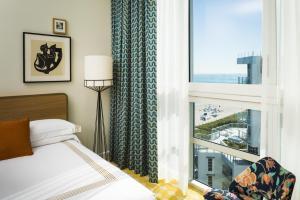 Partial Ocean View Queen Room with Two Queen Beds