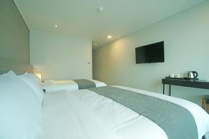 Benikea I-Jin Hotel, Hotely  Jeju - big - 32