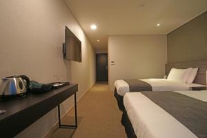 Benikea I-Jin Hotel, Hotely  Jeju - big - 34