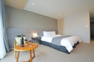 Benikea I-Jin Hotel, Hotely  Jeju - big - 14