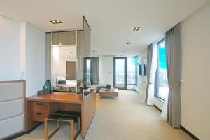 Benikea I-Jin Hotel, Hotely  Jeju - big - 18