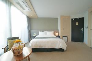 Benikea I-Jin Hotel, Hotely  Jeju - big - 19