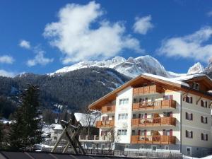 Residence Ciasa Alpe, Apartmanok  Vigo di Fassa - big - 1