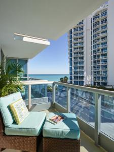 One-Bedroom Apartment - Bay Front with Partial Ocean View