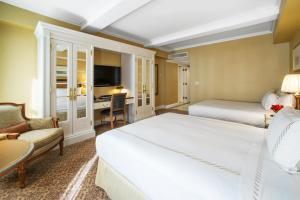 Dvoulůžkový pokoj typu Deluxe se 2 manželskými postelemi