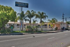 Burbank Inn and Suites, Motels  Burbank - big - 1