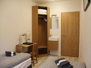 Kef Guesthouse at Grænásvegur, Bed and breakfasts  Keflavík - big - 15