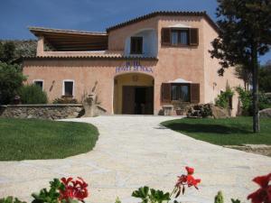 Hotel Monti Di Mola - AbcAlberghi.com