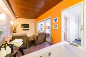 Luxury Suite with Buffet Breakfast