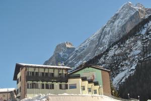 Santa Maria ad Nives - AbcAlberghi.com