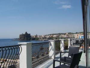 La Terrazza, Bed & Breakfast  Aci Castello - big - 33