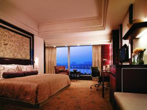 Deluxe King Room with Riverview