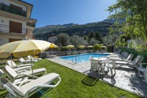 Hotel Garni Ischia, Отели  Мальчезине - big - 1