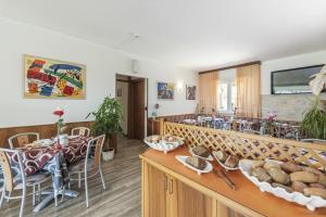 Hotel Garni Ischia, Отели  Мальчезине - big - 32