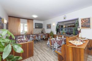 Hotel Garni Ischia, Отели  Мальчезине - big - 28