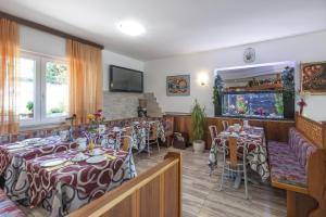 Hotel Garni Ischia, Отели  Мальчезине - big - 31