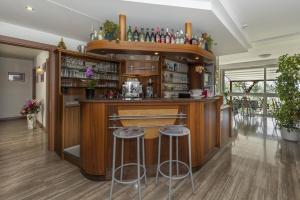 Hotel Garni Ischia, Отели  Мальчезине - big - 79