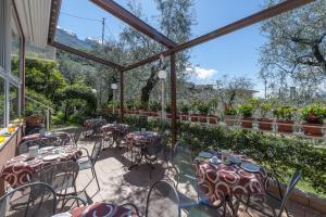 Hotel Garni Ischia, Отели  Мальчезине - big - 48