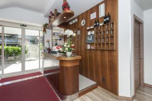 Hotel Garni Ischia, Отели  Мальчезине - big - 41