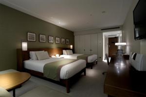 Plaza Premier Twin Room with free access to Lounge - Non-Smoking