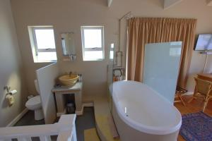 1 Point Village Guesthouse & Holiday Cottages, Apartmanok  Mossel Bay - big - 42