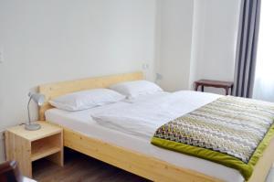 Cafe Verkehrt - Kultur Genuss Hotel, Hotel  Oberhof - big - 4