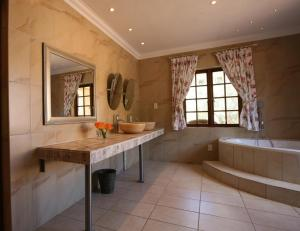Montana Guest Farm, Bed & Breakfasts  Oudtshoorn - big - 3