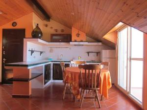 La Mansardina, Ferienwohnungen  Santo Stefano di Camastra - big - 5
