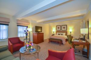 Executive Junior King Suite