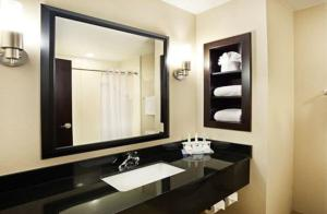 Queen Suite - Disability Access with Bathtub - Non Smoking