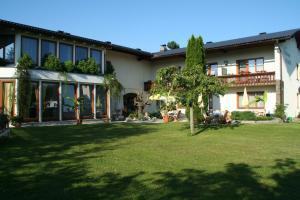 Hotel garni Landhaus Servus, Hotels  Velden am Wörthersee - big - 27