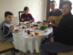 Zeytin Çiçeği Pansiyon, Ubytování v soukromí  Geyikli - big - 22